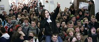 Obreros y estudiantes se movilizan