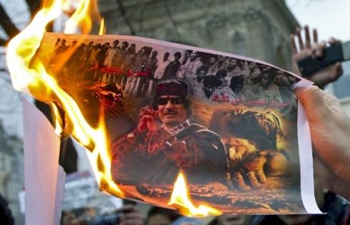 Entre a rebelião e a decomposição do regime