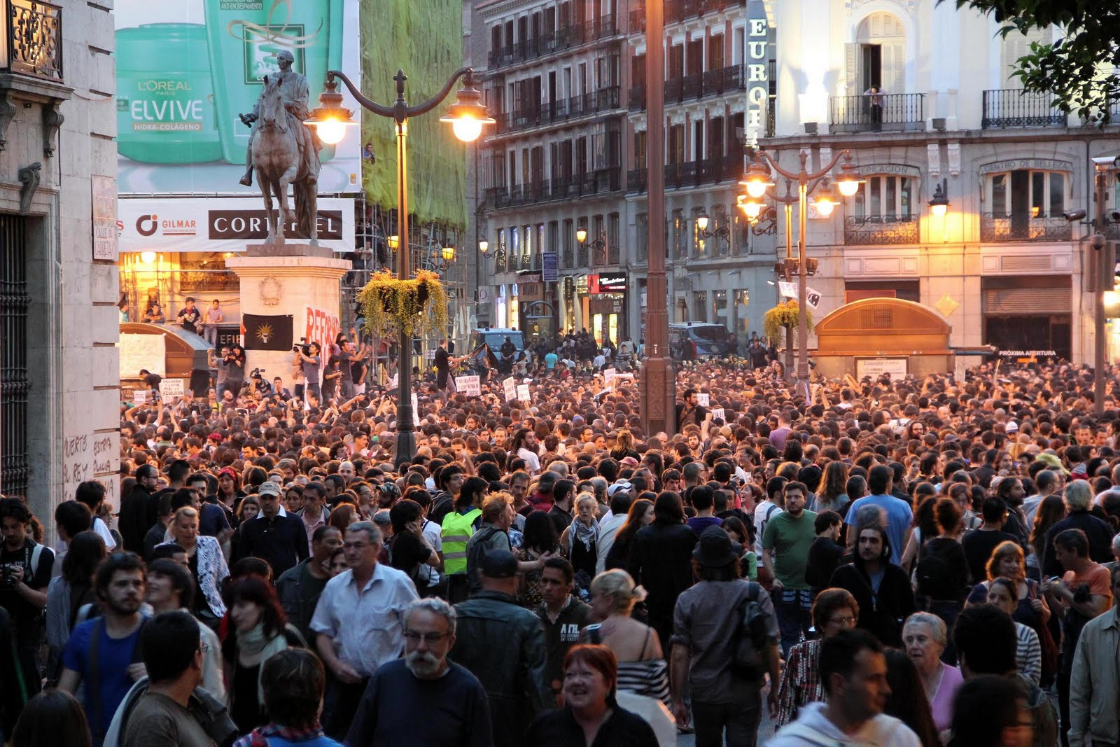Der Angriff der Jugend verursacht erste Risse im Erbregime der Franco-Diktatur