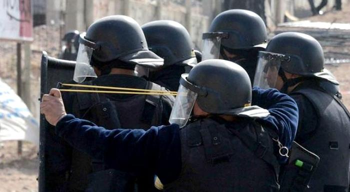 """Democracia """"blindada"""" con gases, balas y represión para imponer el acuerdo con Chevron"""