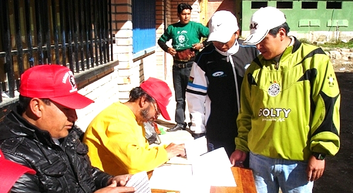 El burócrata Pedro Montes y el MAS ganan sindicato minero con ayuda de la fiscalía y la contraloría del Estado