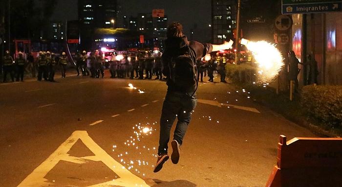 البرازيل: إضرابات، إحتلالات، إحتجاجات في الشوارع، مطالب ديمقراطية ثم القمع...