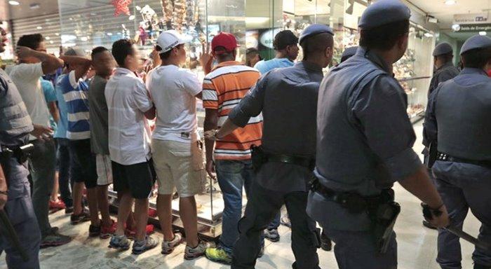 """¿Qué expresan los """"rolezinhos"""" en Brasil después de las grandes movilizaciones de junio?"""