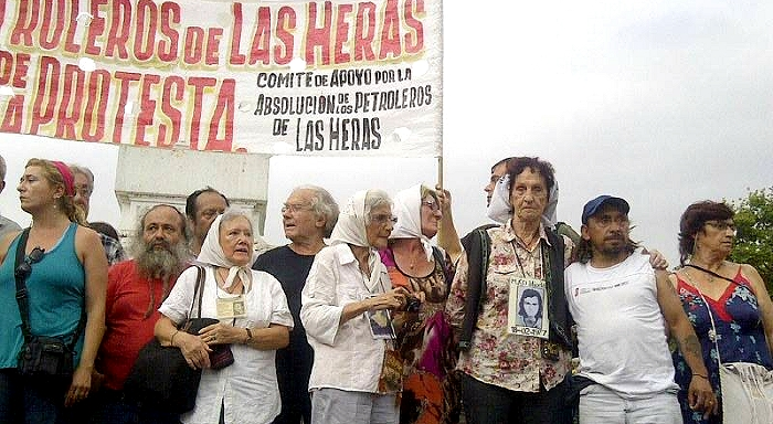 Mass action in the Plaza de Mayo for the acquittal of the Las Heras oil workers