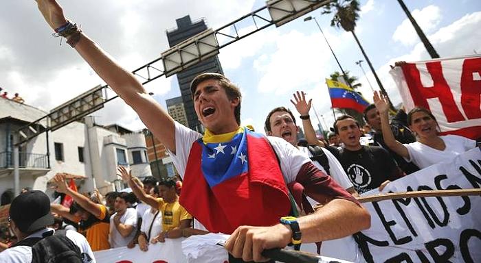 Crise économique et pressions de l'opposition de droite: les classes populaires vénézuéliennes face à la multiplication des dangers
