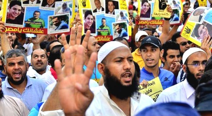 Condenan a muerte a 529 manifestantes de la Hermandad Musulmana
