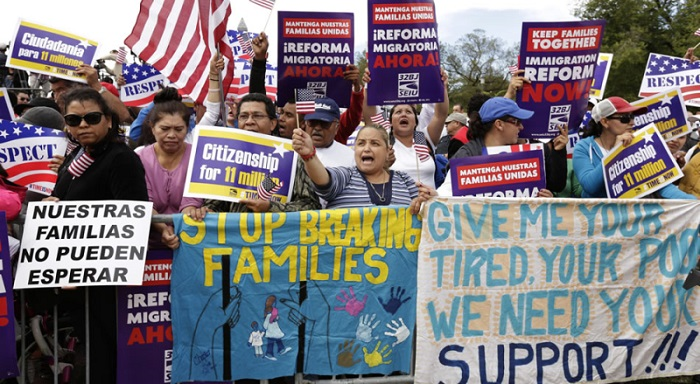 Immigrants resist Obama's massive deportations