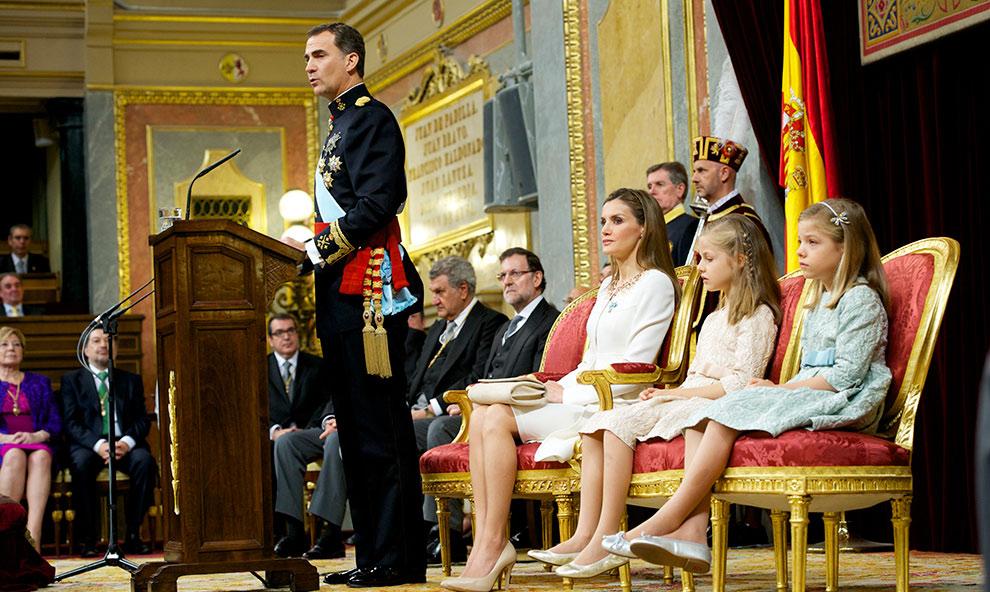 La coronación de Felipe VI, o lo viejo que no termina de morir... Referéndum YA para que el pueblo decida!