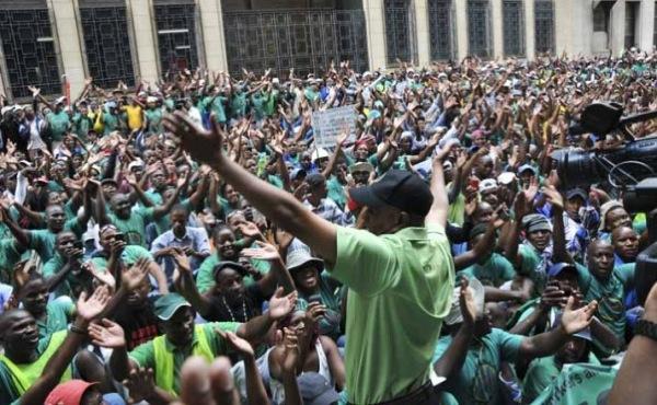 Após seis meses de luta, vence a greve dos mineiros da África do Sul