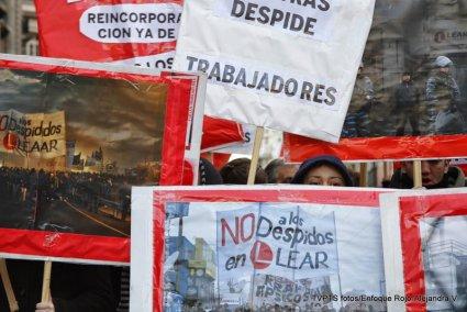 Obreras y mujeres de trabajadores de Lear instalan carpa frente al Ministerio de Trabajo de la Nación
