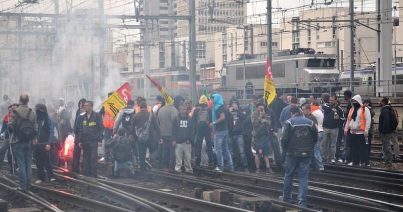 La huelga de los ferroviarios fue una advertencia para Hollande
