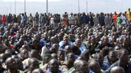 Más de 200 mil trabajadores en la huelga contra el tope salarial del gobierno y los empresarios