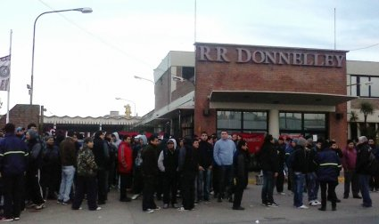 Argentina. RR Donnelley: demonstration and road-block against the illegal closure of the multinational company's factory in Buenos Aires Province