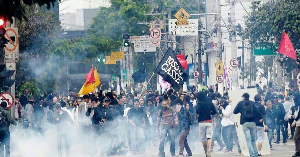 Alckmin e Zago mandam polícia e bombas, mas trabalhadores resistem e mostram força da greve