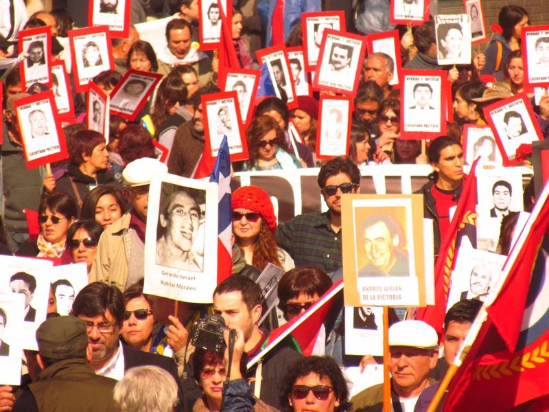 Tres mil personas marcharon en conmemoración a los 41 años del Golpe Militar