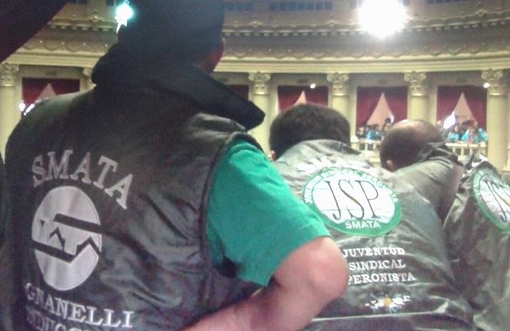 Patota del SMATA asiste al Congreso para hostigar al diputado Nicolás del Caño