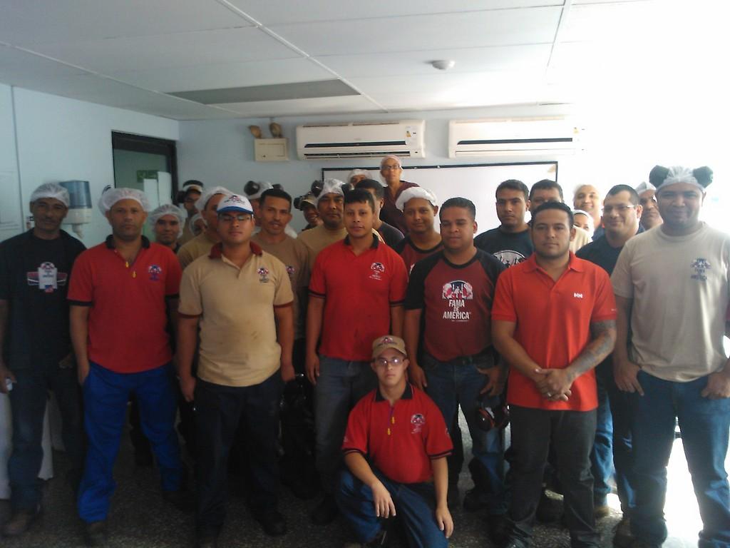 """La """"seguridad de Estado"""" irrumpe en las fábricas Café Fama de América a intimidar a los obreros en lucha y forzarlos a renunciar"""
