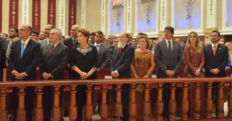 """O """"beija-mãos"""" da bancada evangélica na política brasileira"""