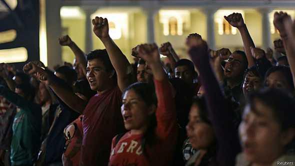 """La """"narcopolitica"""" contra los luchadores sociales"""