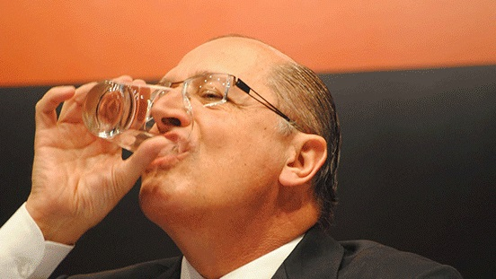 água para matar a sede de lucro dos capitalistas