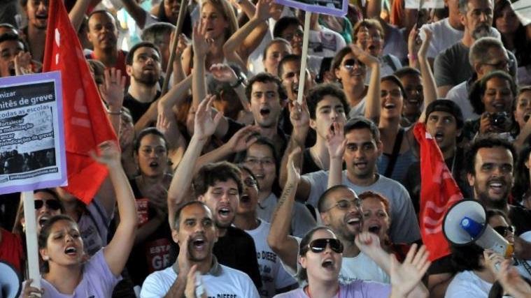Governo Alckmin quer demitir 20 mil professores