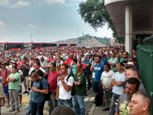 Brasil: trece mil obreros y empleados de Volkswagen en huelga por tiempo indefinido