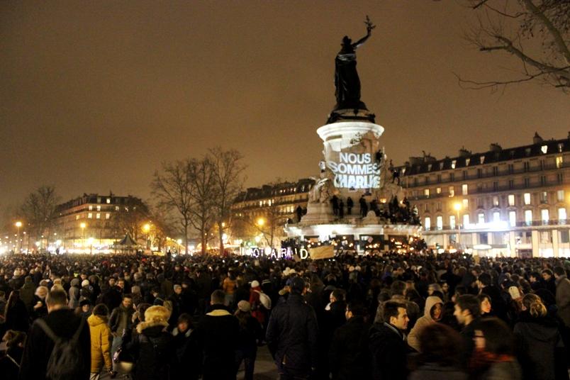 Cien mil marcharon en Francia