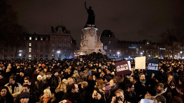 Gegen den reaktionären Wahn, gegen die nationale Einheit und Islamophobie!