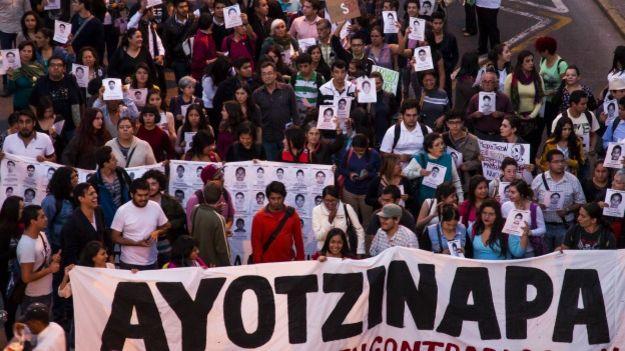 """Profundizar la lucha contra el gobierno y la """"democracia"""" bárbara en México"""