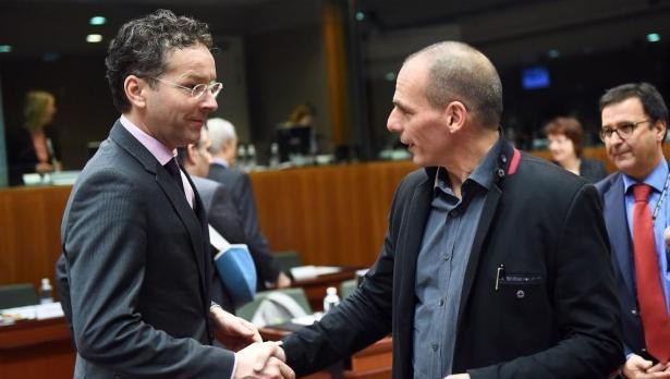 Aceitando as reformas, a Grécia acorda extensão do resgate com o Eurogrupo