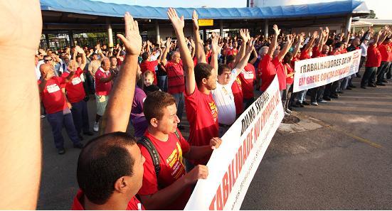 Greve contra as demissões segue na GM em São José dos Campos