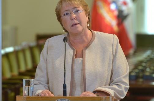 Catástrofes y escándalos desnudan la crisis del régimen chileno
