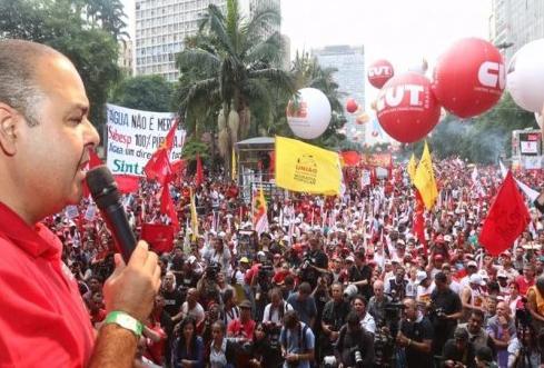 La dirección de la CUT quiere que los trabajadores paren en defensa de Dilma