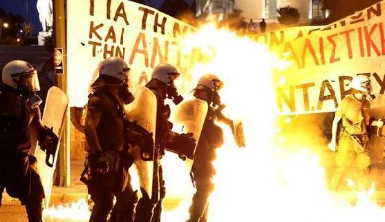 Internationale Solidarität mit den festgenommenen griechischen DemonstrantInnen auf dem Syntagma-Platz