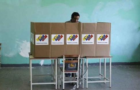 Elecciones, crisis, pugnas y saltos de talanquera